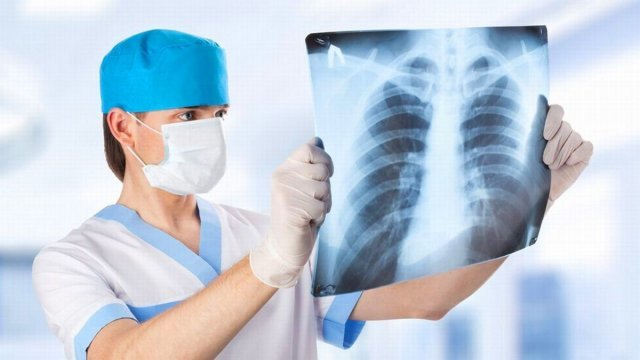 Кількість пневмоній, які виявляють за добу в Україні, зросла майже утричі