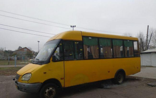 На избирательном участке в Краматорске обстреляли микроавтобус